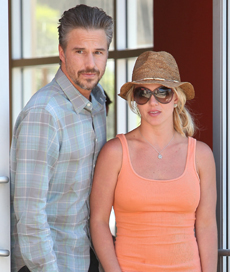 Britney and Jason on their way to romantic weekend!